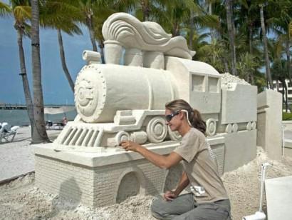 Kumdan yapılan sanat eseri değerinde heykeller